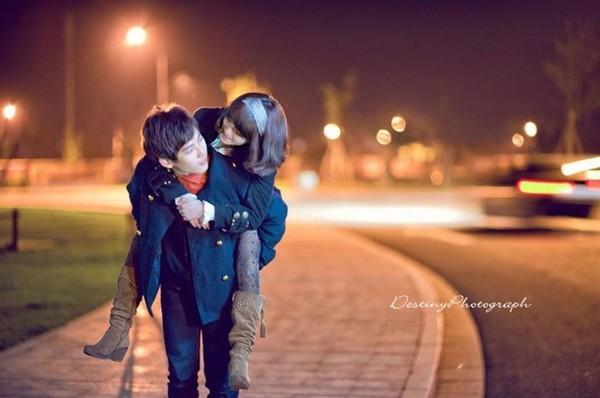 想你的夜qq签名_夜中漫步QQ情侣皮肤一男一女、对你是爱的真心_情侣皮肤_剑速网