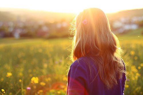 阳光透过枝叶扩句