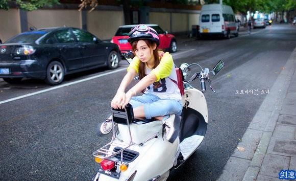 骑机动车皮肤动感_女生容艳_QQ女孩皮肤-剑蹄女生印图片