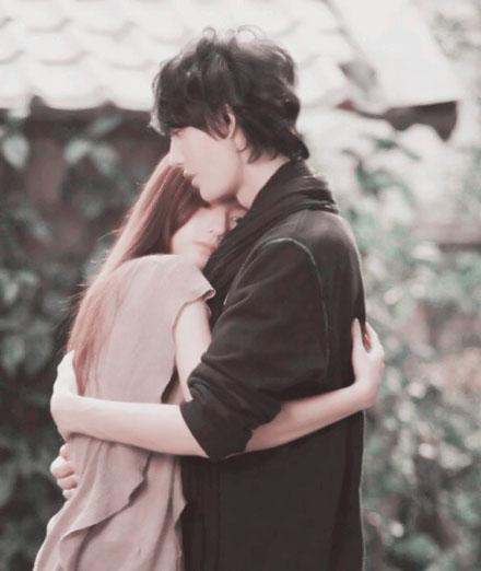拥抱紧紧QQ情侣透明皮肤 拉近你拥抱,在沉默里怕失去走远