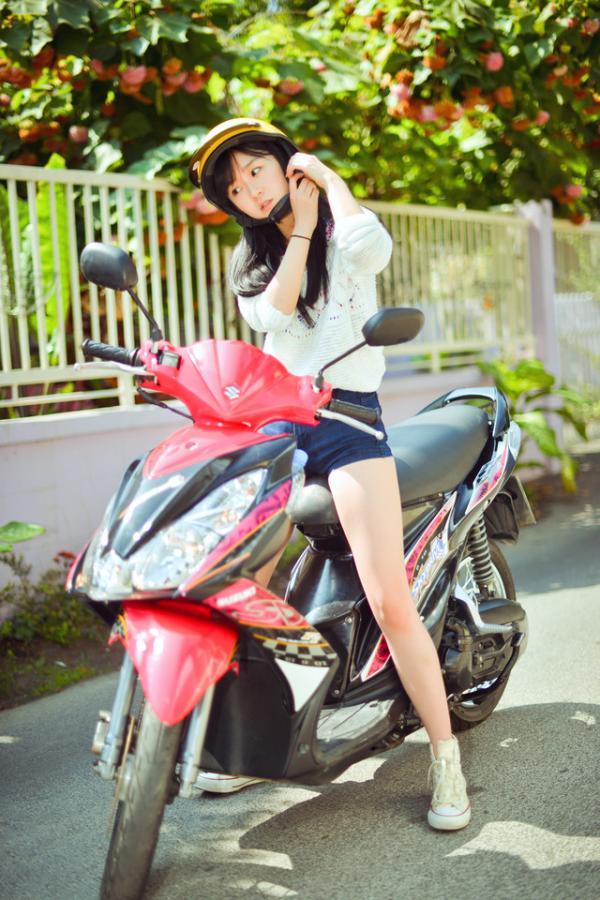 最新火热动漫_带上摩托车头盔的纯真女孩皮肤_女生皮肤_剑速网