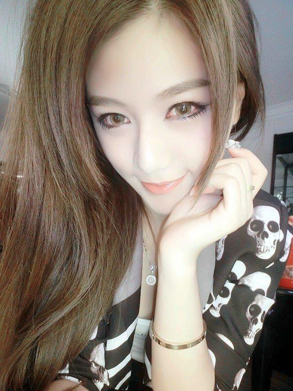 很时尚的QQ美女皮肤:美眼如亮晶晶,楚楚迷人