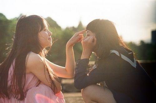 qq闺蜜网名2人:伴你短裙到婚纱,纯洁_姐妹网名_剑速网图片