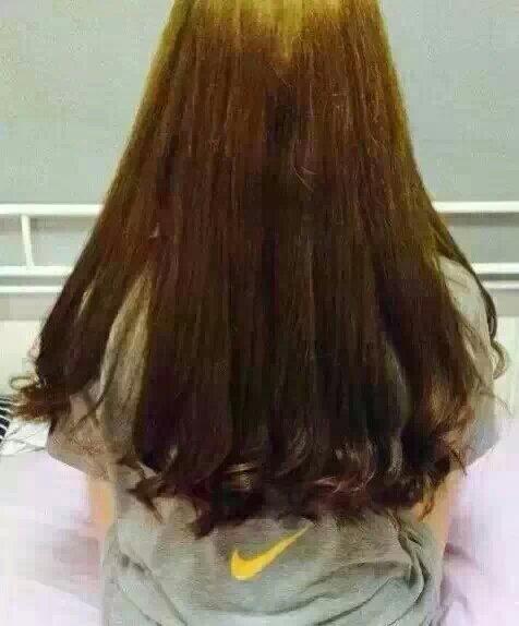 女生长发背影qq皮肤:好看漂亮长头发后背