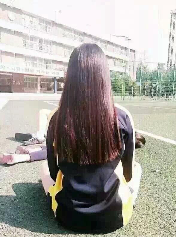 长发美女背影皮肤_女生长发背影QQ皮肤:好看漂亮长头发后背_女生皮肤_剑速网