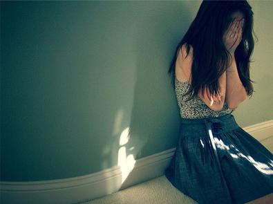 伤感说说心情短语:哭累了,沉默了图片